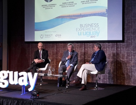 Antonio Carambula, Danilo Astori, Juan J. Taccone. Foto: MEF. https://www.mef.gub.uy